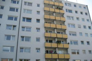 Reinigung, Teilergänzung und Beschichtung der Fassadenverkleidung
