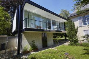 Beschichtung vorhandener Fassadenplatten I Hochglanzlackierung der Metallbauteile