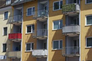 Triflex-Balkonabdichtung im Zuge der Fassadenrenovierung vor Geländererneuerung