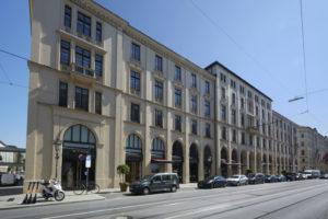 Fassadenreinigung I Stuckinstandsetzung und Neuaufbau Fassadenbeschichtung Maximilianstraße