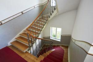 Treppenhausgestaltung I Bordüre mit Bezug zu den vorhandenen Bodenfliesen